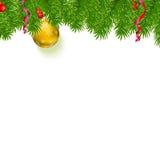 El fondo de la Navidad con el abeto ramifica, las bayas rojas, bolas del Año Nuevo Foto de archivo libre de regalías