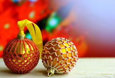El fondo de la Navidad con las bolas adornó cuentas de cristal Fotografía de archivo