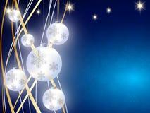 El fondo de la Navidad, copos de nieve de Bokeh, fondo azul, bola roja, árbol de navidad backgrounred Fotos de archivo