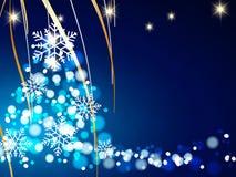 El fondo de la Navidad, copos de nieve de Bokeh, fondo azul, bola roja, árbol de navidad backgrounred Imagenes de archivo