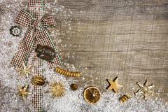 El fondo de la Navidad del estilo rural con verde rojo comprobó la cinta Imágenes de archivo libres de regalías