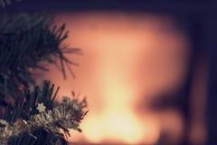 El fondo de la Navidad que brilla intensamente con la copia espacia y se enfoca a pequeño Fotos de archivo