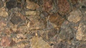 El fondo de la pared de piedra del confrete y la ondulación riegan reflexiones Imagen de archivo libre de regalías