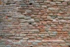 El fondo de la pared de piedra del alto fragmento detallado Fotos de archivo