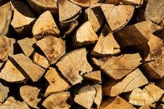 El fondo de madera rústico natural, seca los registros tajados de la leña para Fotografía de archivo