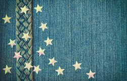 El fondo de textura del dril de algodón azul, correa de los vaqueros, protagoniza Foto de archivo