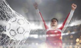 El fondo de un balón de fútbol anota una meta en la red representación 3d fotos de archivo libres de regalías
