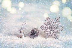 El fondo del Año Nuevo de la Navidad con la Navidad juega, entonando Imagen de archivo