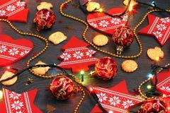 El fondo del Año Nuevo o de la Navidad con los elementos decorativos rojos Fotos de archivo libres de regalías