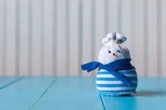 El fondo del Año Nuevo y de la Navidad con el muñeco de nieve Imagen de archivo libre de regalías