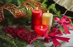 El fondo del Año Nuevo y de la Navidad con las velas adornó el árbol de navidad Imagenes de archivo