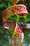 El fondo del Año Nuevo y de la Navidad con las velas adornó el árbol de navidad Fotos de archivo
