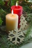 El fondo del Año Nuevo y de la Navidad con las velas adornó el árbol de navidad Fotografía de archivo
