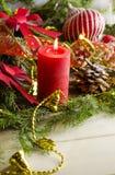 El fondo del Año Nuevo y de la Navidad con las velas adornó el árbol de navidad Imagen de archivo libre de regalías