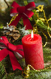 El fondo del Año Nuevo y de la Navidad con las velas adornó el árbol de navidad Fotografía de archivo libre de regalías