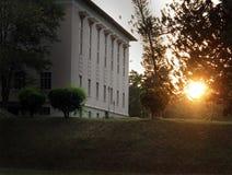 El fondo del ambiente con un edificio Foto de archivo libre de regalías
