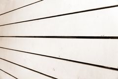 El fondo del blanco pintó a los tableros de madera para su diseño Fotos de archivo