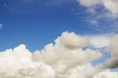 El fondo del cielo azul Imagen de archivo