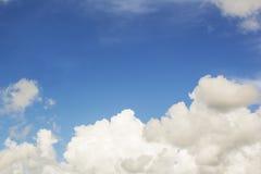 El fondo del cielo azul Imagen de archivo libre de regalías