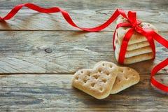 El fondo del día del ` s de la tarjeta del día de San Valentín, galletas forma el corazón Fotografía de archivo