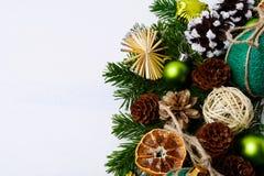 El fondo del saludo de la Navidad con guita hecha a mano adornó el baub Fotografía de archivo