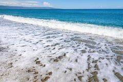 El fondo del verano hecho del mar y la grava varan fotografía de archivo libre de regalías