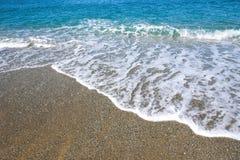 El fondo del verano hecho del mar y la grava varan fotos de archivo