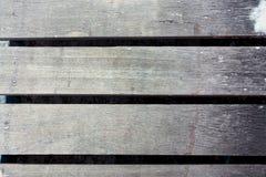 El fondo es un viejo tablero de madera La textura del tablero gris imagen de archivo