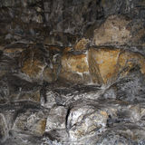 El fondo es una cueva de piedra antigua grande foto de archivo