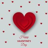 El fondo feliz del día de tarjetas del día de San Valentín con rojo cortó los corazones de papel Imágenes de archivo libres de regalías