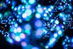 El fondo ligero púrpura azul del brillo del bokeh abstracto para el festival de la Navidad y del Año Nuevo sazona Fotografía de archivo libre de regalías