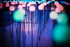 El fondo ligero púrpura azul del brillo del bokeh abstracto para el festival de la Navidad y del Año Nuevo sazona Fotos de archivo