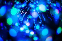 El fondo ligero púrpura azul del brillo del bokeh abstracto para el festival de la Navidad y del Año Nuevo sazona Fotografía de archivo