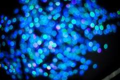 El fondo ligero púrpura azul del brillo del bokeh abstracto para el festival de la Navidad y del Año Nuevo sazona Imagen de archivo libre de regalías