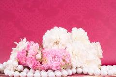 El fondo romántico con subió Imagen de archivo libre de regalías