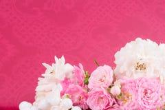 El fondo romántico con subió Imágenes de archivo libres de regalías