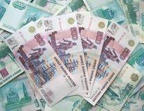 El fondo - son muchos billetes de banco de Rusia Fotografía de archivo