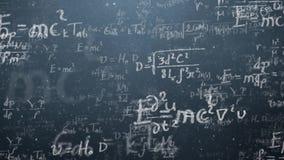 El fondo tiró de la pizarra con fórmulas científicas y algebraicas y gráficos escritos en él en gráficos Negocios stock de ilustración