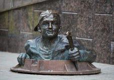 El fontanero Monument en el centro de la ciudad vieja en Ternopil, Ucrania imagen de archivo libre de regalías