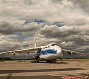 El formaintenance más grande de Ruslan Russia del avión de carga del ` s del mundo en el aeropuerto en Leipzig Fotografía de archivo libre de regalías
