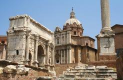 El foro romano en Roma foto de archivo libre de regalías
