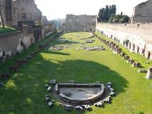 El foro romano (romano de Foro) en Roma, Italia Imágenes de archivo libres de regalías