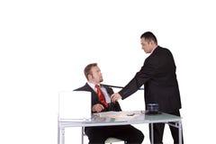 El forzar para firmar un contrato Fotografía de archivo