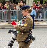El fotógrafo militar australiano, París, Francia Fotografía de archivo