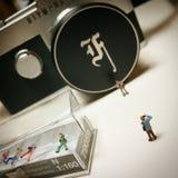 el fotógrafo minúsculo toma una foto Imagen de archivo