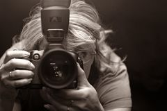 El fotógrafo - mujer Foto de archivo libre de regalías