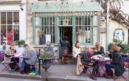 El ` francés tradicional Arcole, París, Francia de París d del viex del Au del café Foto de archivo