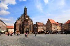 El Frauenkirche (iglesia de señoras) en Hauptmarkt, Nuremberg, Baviera, Alemania Fotos de archivo