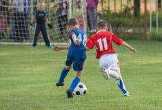 El fútbol de los niños Foto de archivo