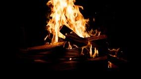 El fuego ardiente en la chimenea Foto de archivo libre de regalías